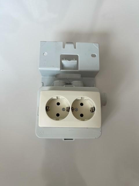 Kabeldoos met tweevoudig stopcontact met randaarde